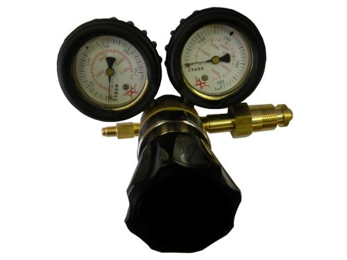 Oxygen high pressure regulator without automatic decompression